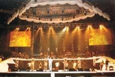 与芭蕾王子共舞 张国荣香港个唱昨晚拉开序幕