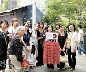张国荣54岁生忌日本粉丝千羽鹤拜祭